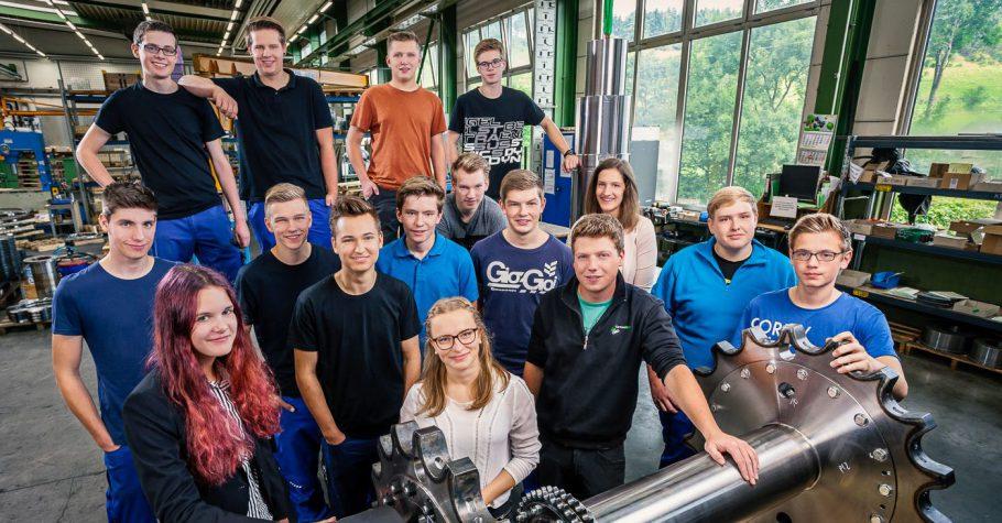 Diese 16 talentierten Jugendlichen starten 2017 in Ihre Ausbildung